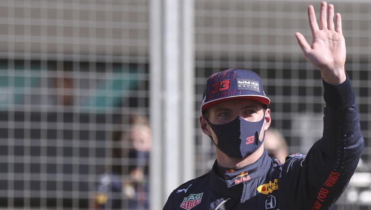 Brit Nagydíj: Verstappen nyerte a történelmi sprintfutamot Hamilton előtt