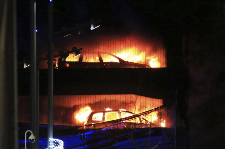 Több száz autó égett ki szilveszter este egy liverpooli parkolóházban