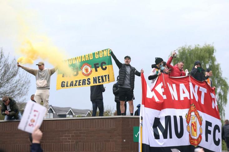 Az MU tagadja, hogy egy nyitva felejtett kapun jutottak be a szurkolók a stadionba