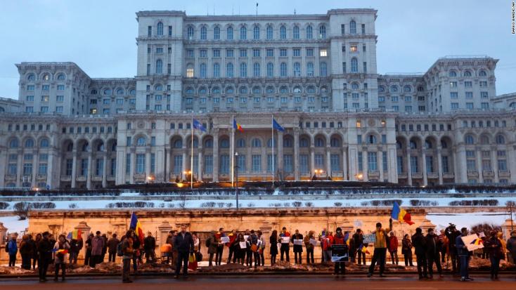 A magyar nyelvi jogok ellen tüntettek székelyföldi román szervezetek