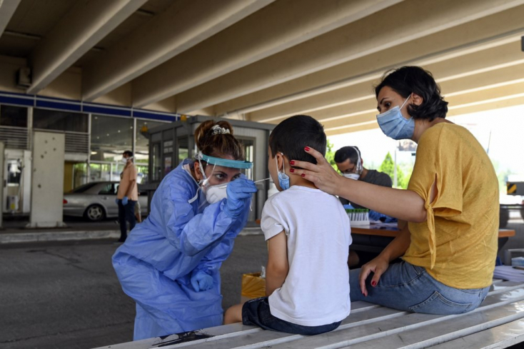 Bulgáriában csütörtöktől a szabadban is kötelező lesz a maszkviselés