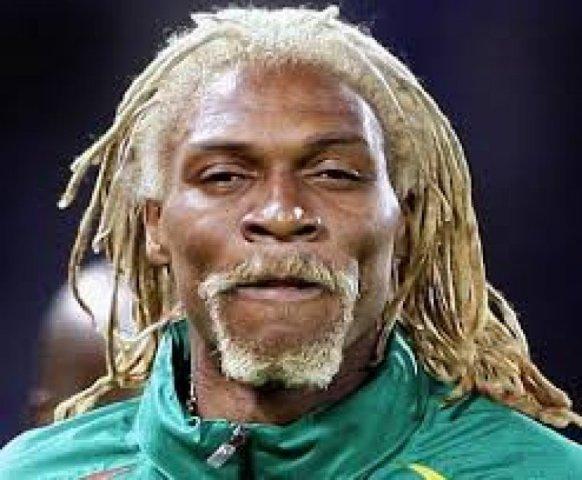 Agyvérzés miatt kómában fekszik a kameruni focista