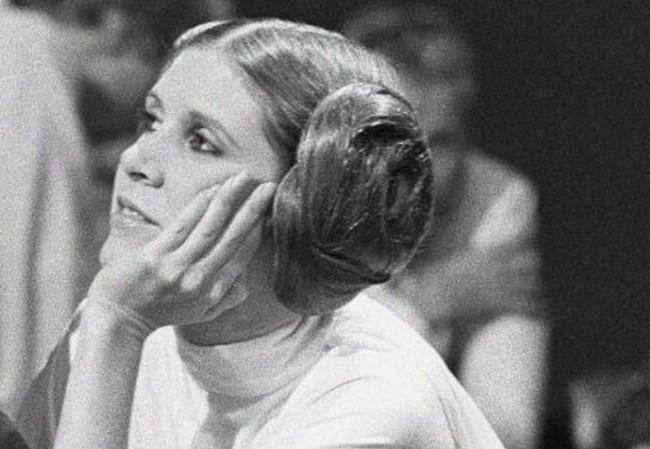 Carrie Fisher egy éve hunyt el