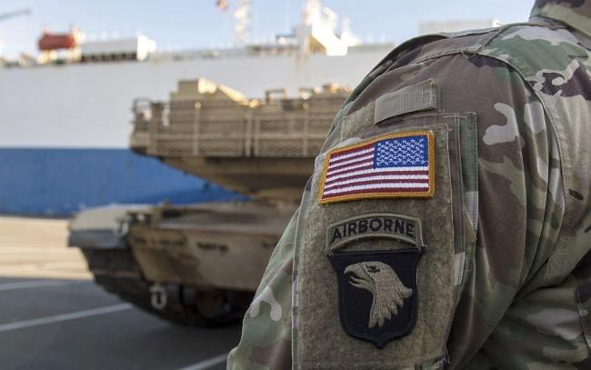 Amerikai haditechnikai eszközök vonulnak végig az országon