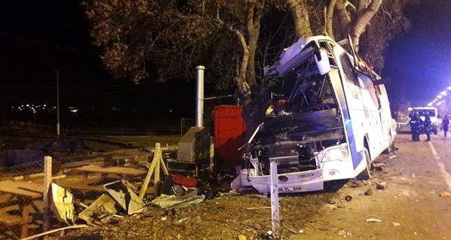 Szörnyű buszbaleset – legalább tizenegy ember meghalt!