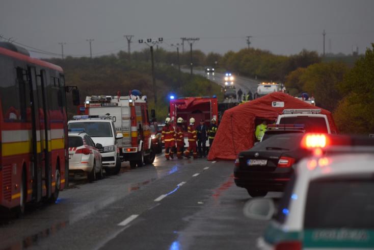 A rendőrség eljárást indított a tragikus buszbalesettel összefüggésben, szemtanúkat hallgatnak ki