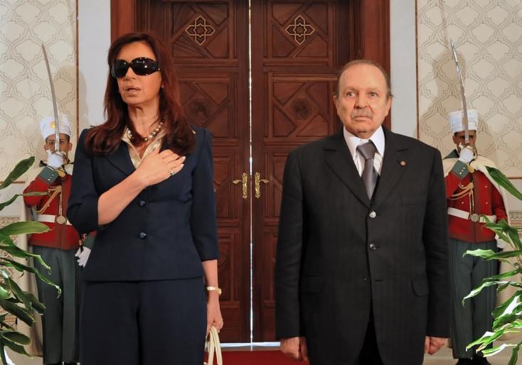 Lemondott az algériai elnök