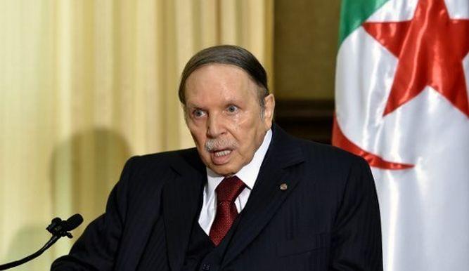 Algériában több tízezren tüntettek a betegeskedő elnök lemondásáért