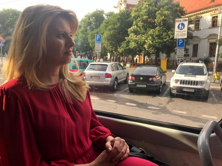 Az államfő villamosra ült, és beugrott a Szivárványos Felvonulás egyik előadására