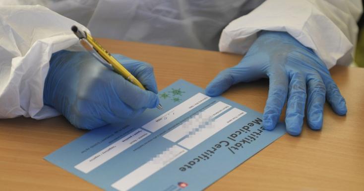 Több száz kitöltetlen koronavírus-tesztet igazoló tanúsítvány hevert Kassa utcáin