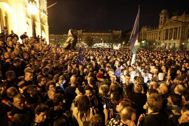 TÜNTETÉS: A Fidesz szerint nem más áll a több tízezres vasárnapi demonstráció mögött, mint Soros
