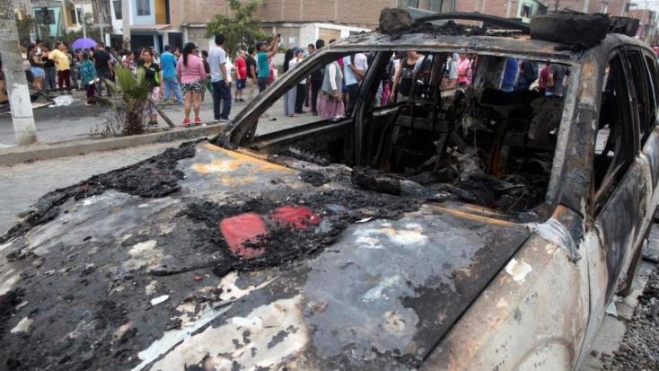 Felrobbant egy gázszállító teherautóLimában, ketten meghaltak, sokan megsérültek
