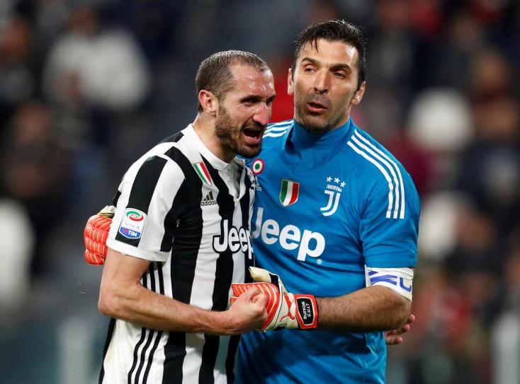 Két veteránjával is hosszabbított a Juventus