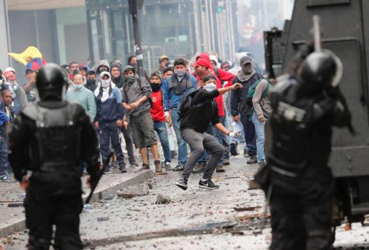 Erőszakos tüntetések voltak a chilei fővárosban, rendkívüli állapotot hirdetett az államfő
