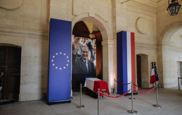 Ezrek vettek végső búcsút Jacques Chirac néhai francia államfőtől