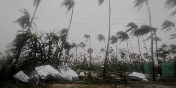 Több százezer embert kell kitelepíteni egy újabb ciklon útjából Indiában