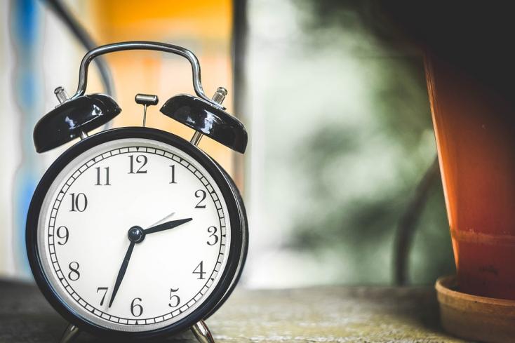 FELMÉRÉS: Jó ötletnek tartjuk-e az óraátállítás eltörlését?
