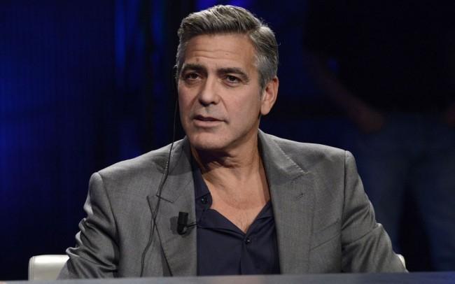 George Clooney dokumentumfilmet készít egy püspökgyilkosságról