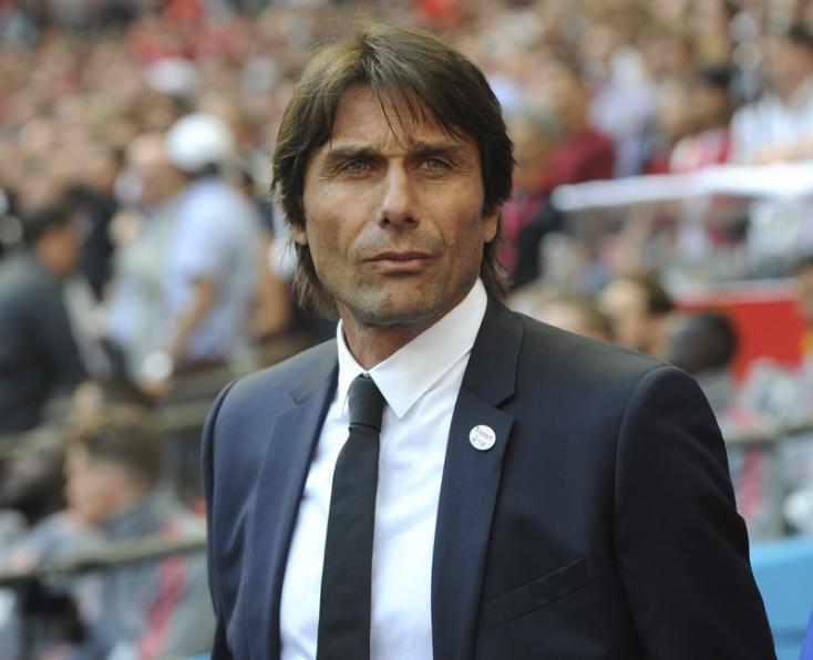 Conte kitart hároméves terve mellett az Internél