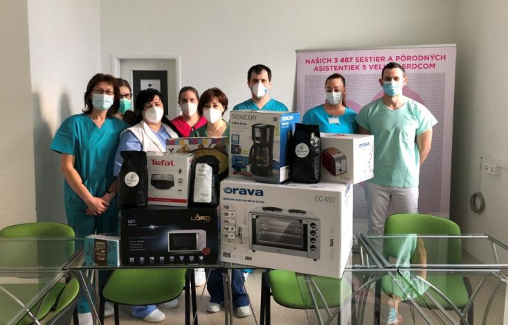 Hónapok óta segítik a dunaszerdahelyi Covid-osztály betegeit, most civilek segítettek nekik