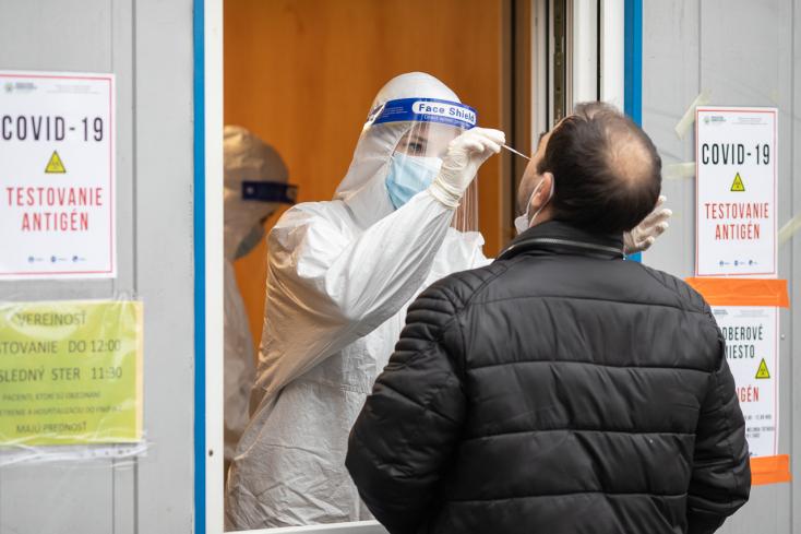 Tovább javult a járványhelyzet Szlovákiában, hamarosan bezárhatnak a mobil mintavételi helyek
