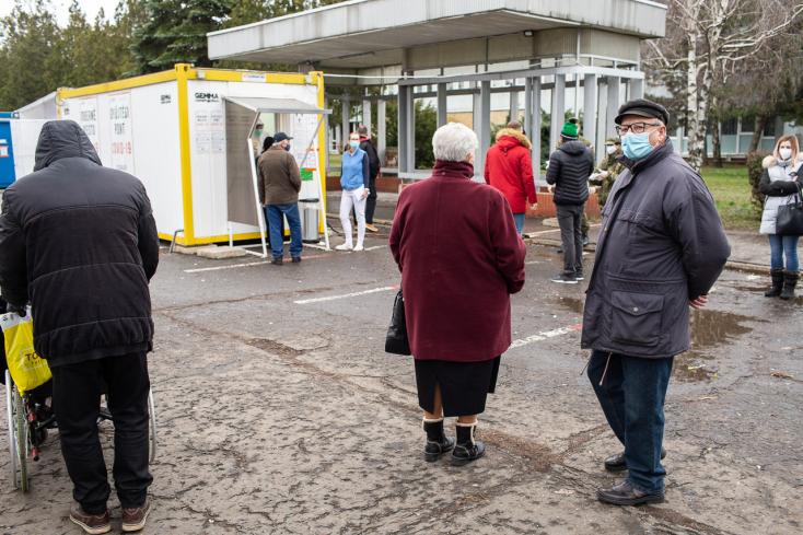 KORONAVÍRUS: Tízezerhez közelít az elhunytak száma, a kórházban ápoltaké viszont három hónapja nem volt ilyen alacsony