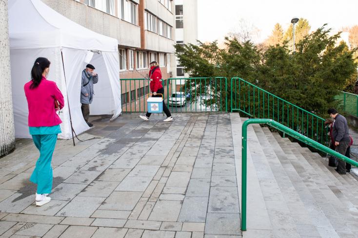 Koronavírus - Rekordszinten a kórházban ápoltak száma Szlovákiában!