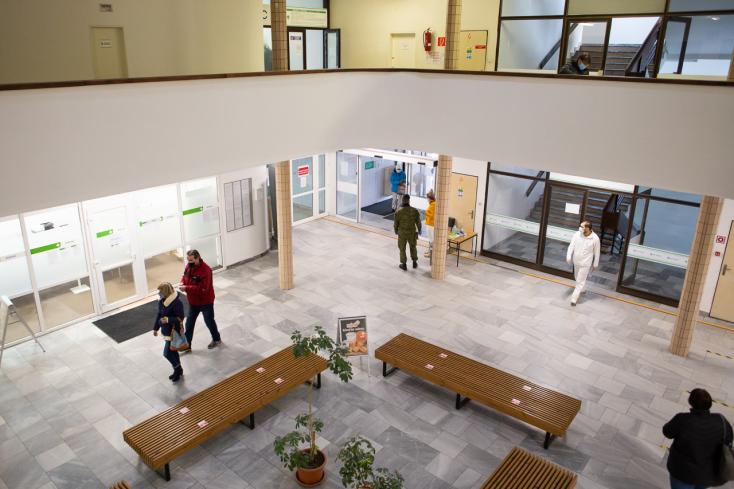Ott tartunk, mint Bergamo tavasszal – minden harmadik koronavírusos páciens meghal a szlovákiai kórházakban