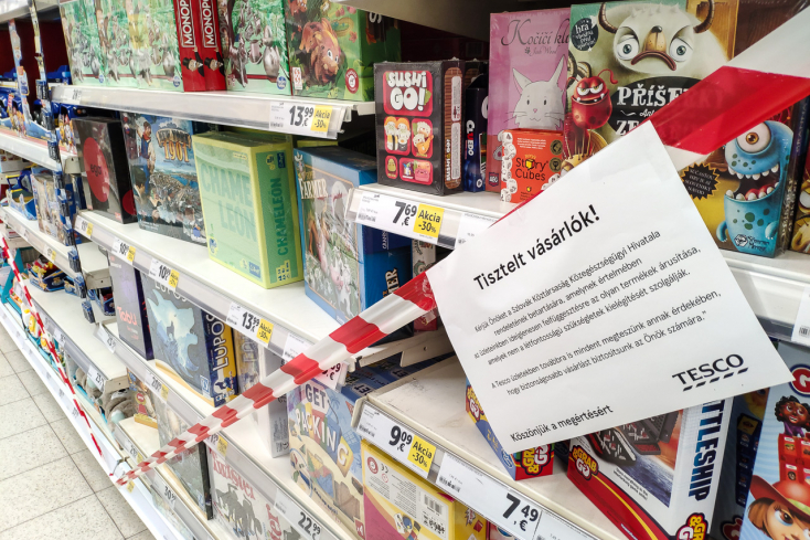A boltok bíztak abban, hogy a kormány a kijárási tilalom kezdetét is későbbre tolja, este nyolcig szerintük nem fog tudni mindenki bevásárolni