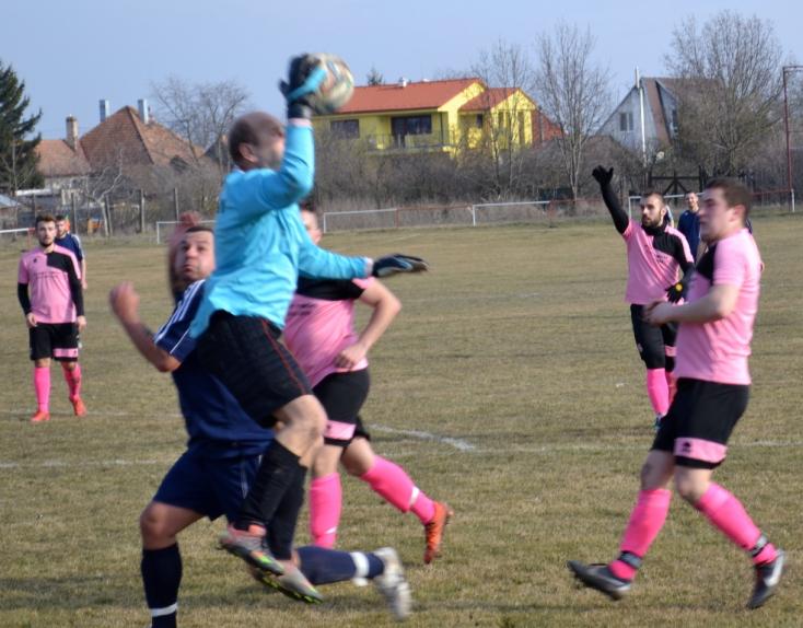 Elmosta az eső a csallóköziek hétvégi bajnoki focicsatáit