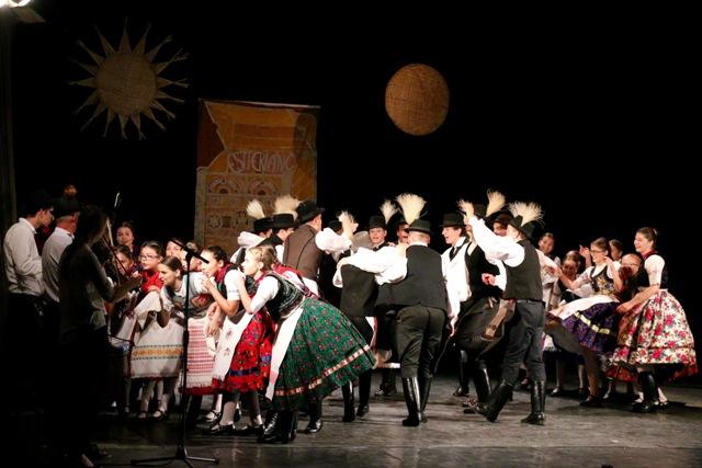 Hangos sikerek a VIII. Eszterlánc – Országos Gyermek-néptáncfesztiválon