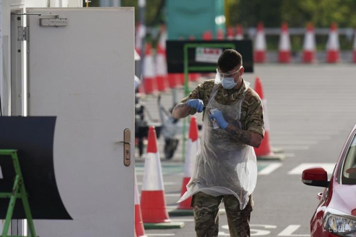 Meredeken nő a koronavírus-fertőzöttek napi száma Csehországban, már háromezer felett!