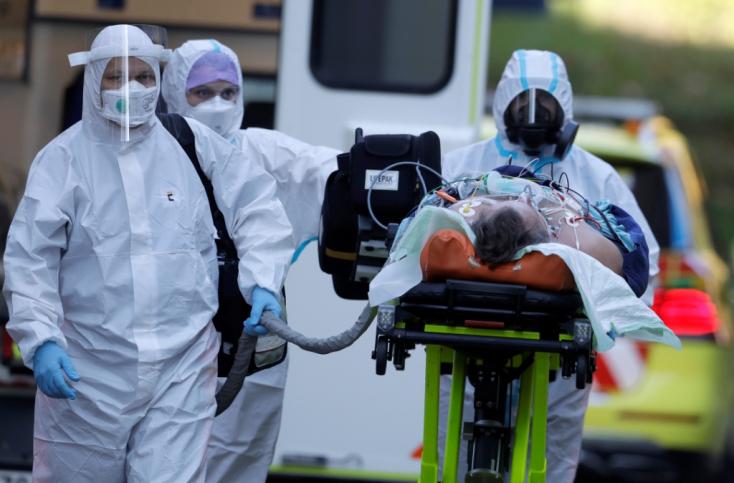 Koronavírus - Javul a helyzet Csehországban, valamivel 3 ezer felett a szombaton regisztrált fertőzöttek száma