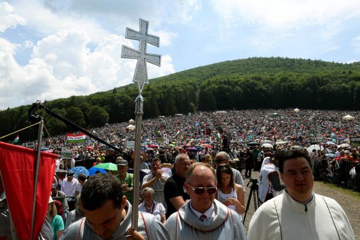 """Csíksomlyói búcsú - """"Pünkösd előtti, pápa utáni"""" hangulat a hegynyeregben"""