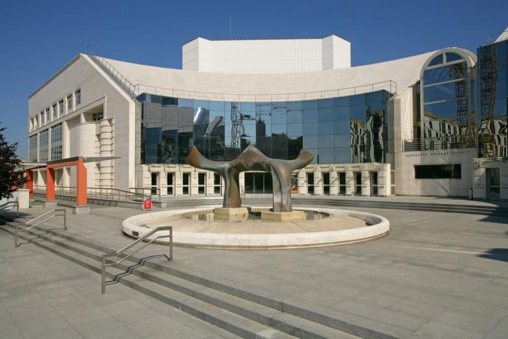 Kirúgták a Szlovák Nemzeti Színház társulati igazgatóját, a színészek mečiari időket emlegetnek