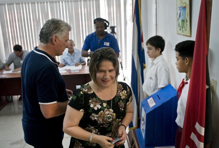 Új alkotmányt szavaztak meg Kubában - Továbbra is a kommunizmus a cél