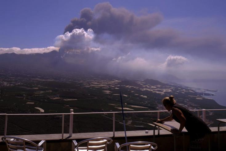 Az összegyűlt vulkáni hamu miatt megint nem fogad járatokat La Palma repülőtere