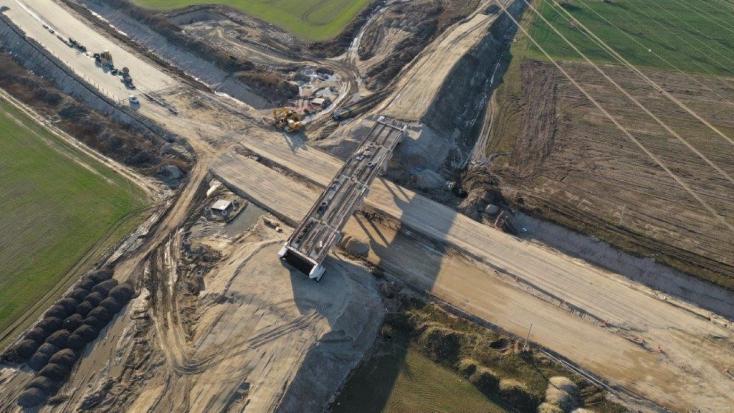 """D4/R7: Környezetbarát a """"szemétdombra"""" épült autópálya az építő cég szerint"""