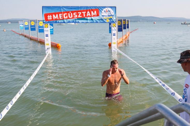 Több mint 7300-an vettek részt a Balaton-átúszáson (FOTÓK)