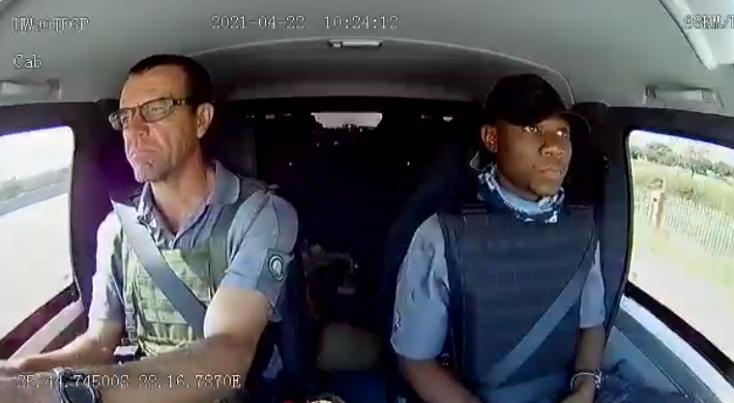 Rablók támadtak meg egy pénzszállítót, a kamera mindent rögzített (VIDEÓ)