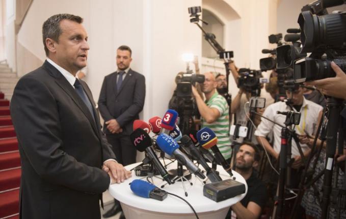 Nyilvános lesz Andrej Danko doktori értekezése