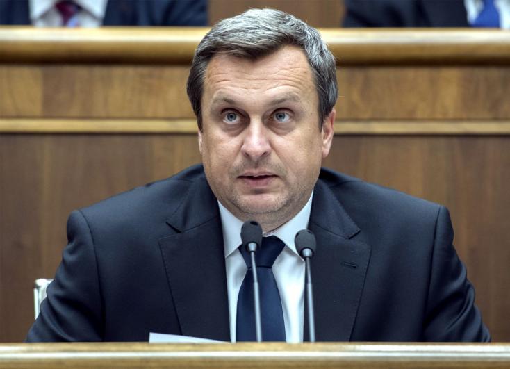 Nem tudni, honnan van Andrej Dankónak JUDr. titulusa. De az SNS elnöke mereven cáfol