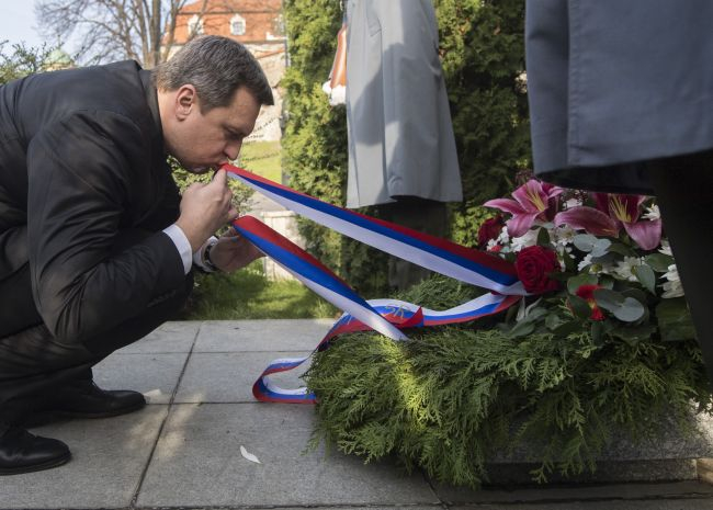 Hogyan legyél bugris nemzetmentő politikus