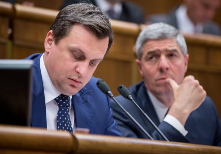 Bugár nem akar előrehozott választásokat, Danko szerint Fico elárulta őt