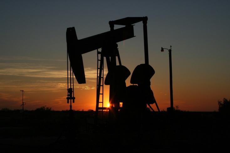 Idei csúcsára emelkedett a kőolaj ára