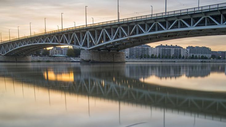 Beleesett a Dunába egy lány Budapesten
