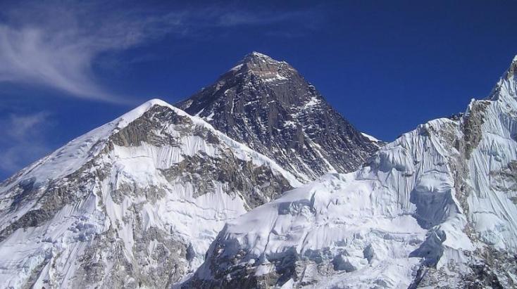 Az időjárás egyelőre megakadályozta, hogy megmérjék a Mount Everest magasságát