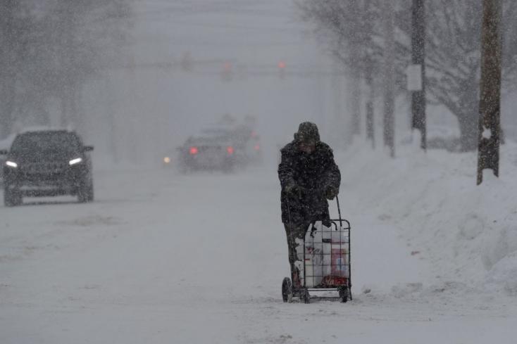 Már tizenegy halálos áldozata van a sarkvidéki hidegnek az USA-ban