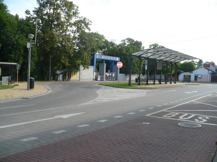 A szenci Vasút utcában emeletes parkolóházat terveznek