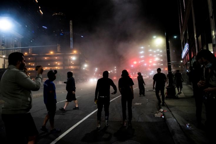 Detroitban a tüntetők közé lőttek, egy ember meghalt
